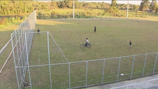 Moradores de Araucária reclamam de construção abandonada de centro esportivo