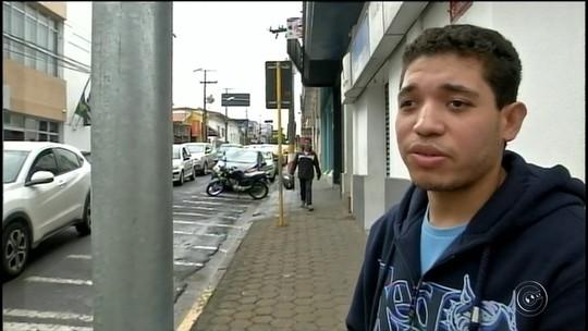 Prefeitura instala semáforo para cegos com aviso sonoro: 'Aguarde o sinal verde'