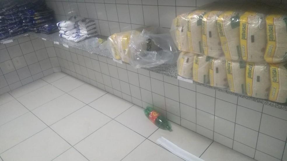 Vândalos também furtaram alimentos, segundo a prefeitura — Foto: Arquivo Pessoal