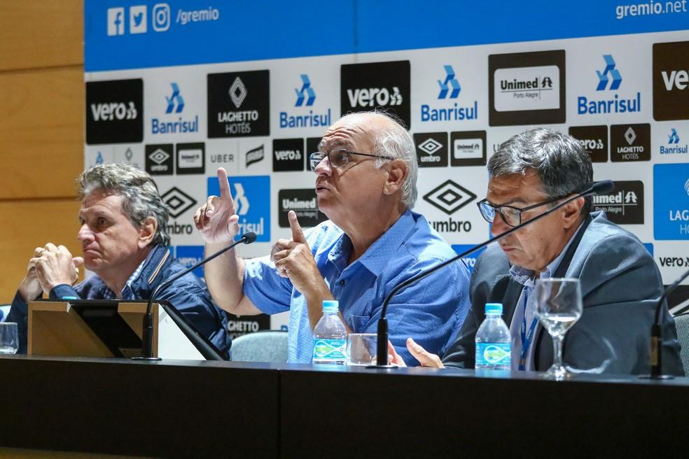 Presidente Romildo Bolzan Júnior em explanação durante seminário — Foto: Lucas Uebel/Grêmio/Divulgação