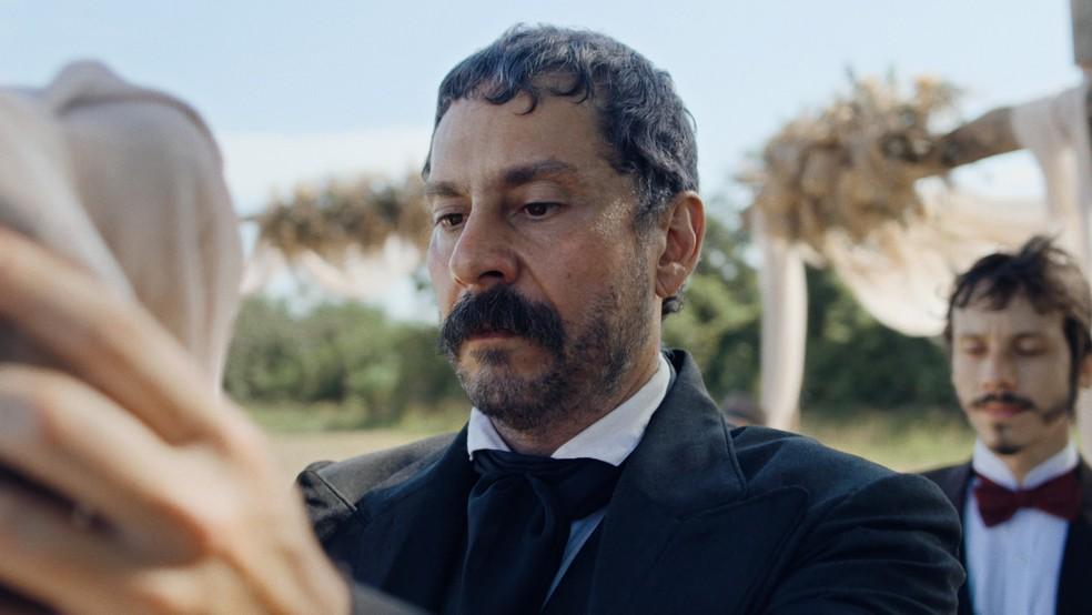 Tonico (Alexandre Nero) será surpreendido em seu casamento em 'Nos Tempos do Imperador' — Foto: Globo