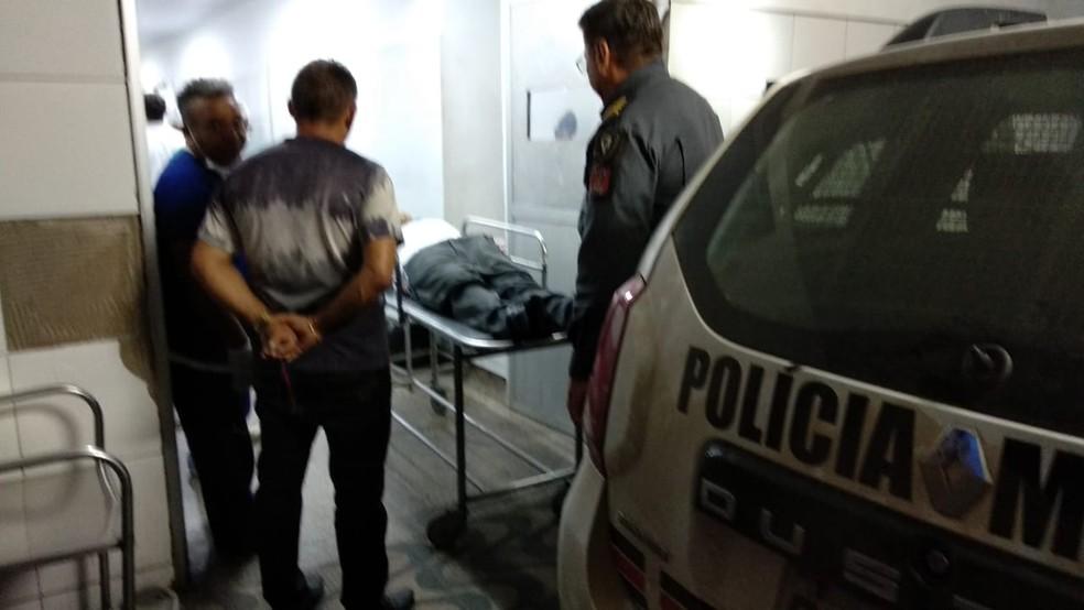 Motorista Alex de Paulo Oliveira ainda chegou a ser socorrido, mas morreu no Hospital Municipal Djalma Marques em São Luís — Foto: Douglas Pinto/TV Mirante