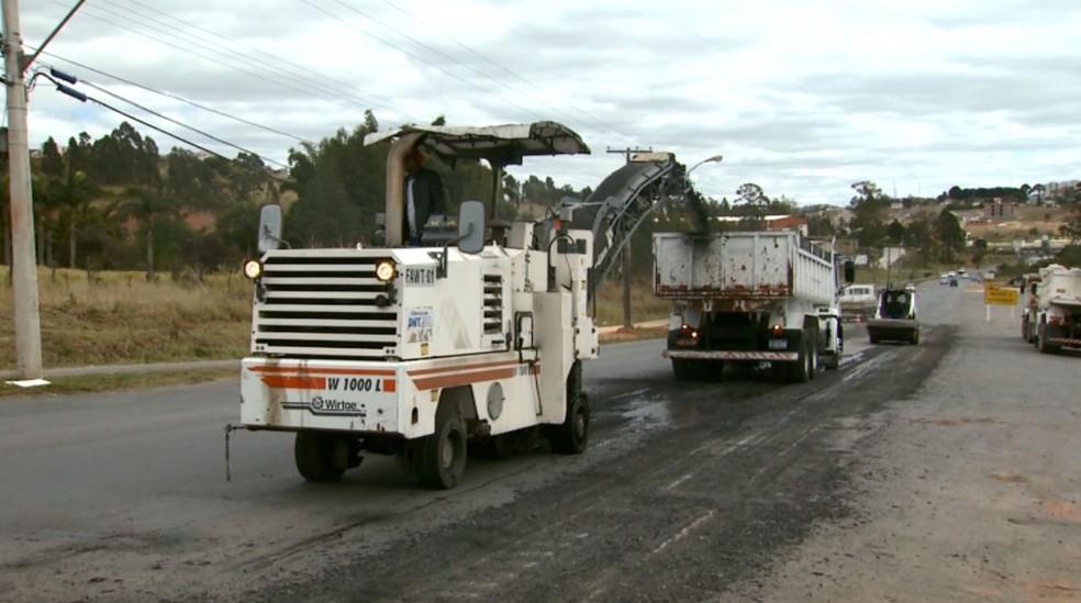 Dnit começa a revitalizar trechos de rodovias federais em cidades do Sul de MG (Foto: Reprodução EPTV)