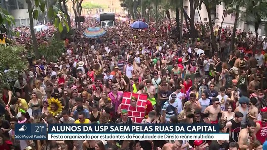 'Peruada' de alunos da Faculdade de Direito da USP desfila pelas ruas do Centro de SP