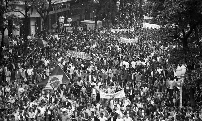 Passeata dos Cem Mil, contra a ditadura militar, em 26 de junho de 1968