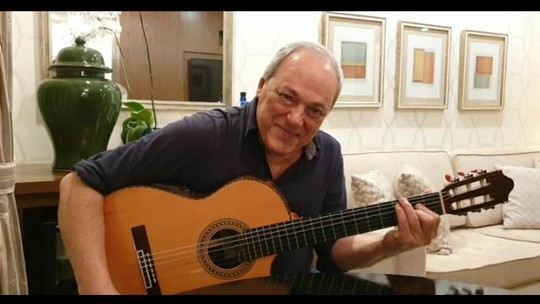 """Toquinho canta """"Corcovado"""" em homenagem a João Gilberto"""