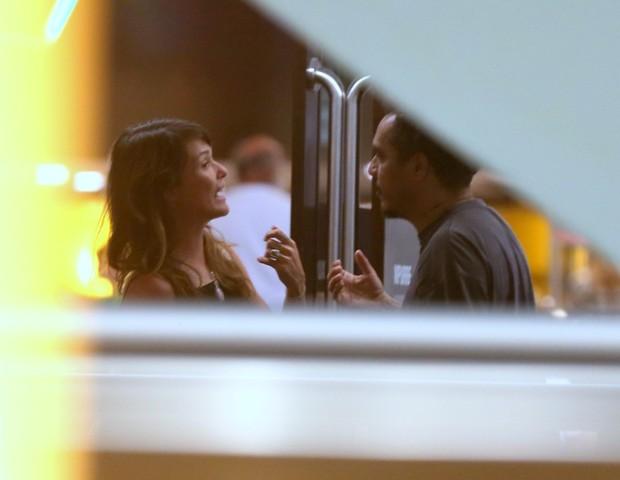 AGN_1452821 - *EXCLUSIVO* Rio de Janeiro, BRASIL  - AgNews - Marcelo d2 e nova namorada aos chamegos ao deixar cinema na zona sul,  Assistiram ao filme MINHA VIDA EM MARTE.Pictured:  Marcelo d2 e nova namorada AgNews 9 JANEIRO 2019 BYLINE MUST (Foto: Thiago Martins / AgNews)