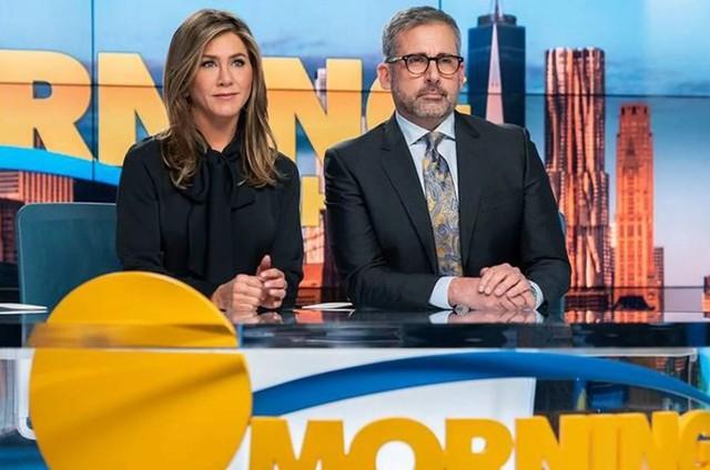 Jennifer Aniston e Steve Carell como Alex e Mitch em 'The morning show' (Foto: Apple)