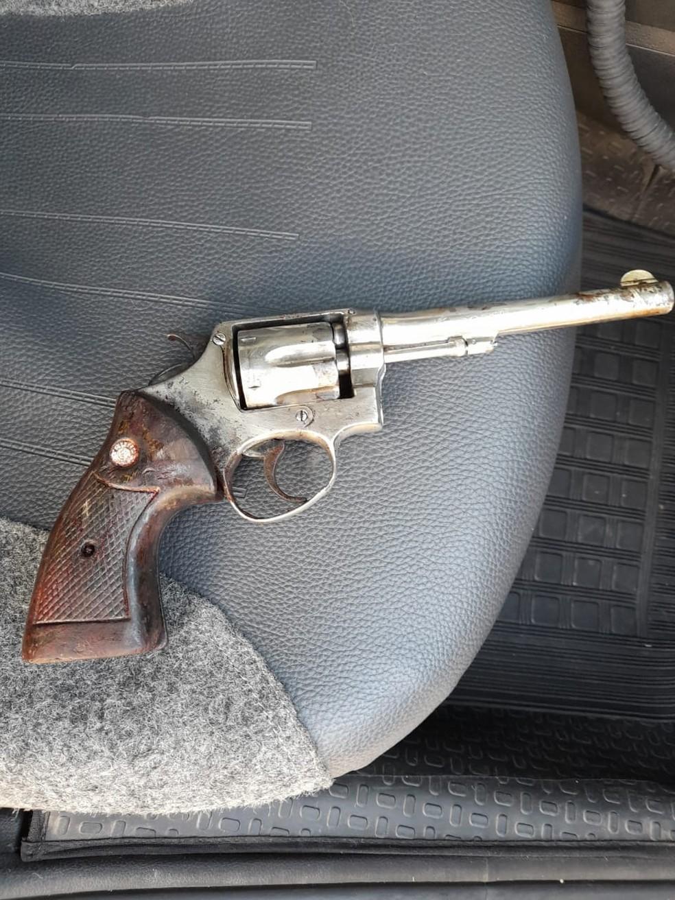 Revólver usado no assassinato de Bárbara Luana Campos de Jesus em Suzano — Foto: Polícia/Divulgação