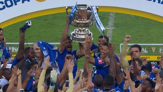 Veterano e símbolo do time Henrique levanta 1ª taça como capitão do Cruzeiro