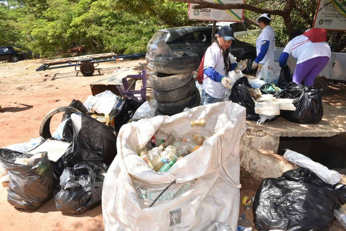 Meia tonelada de lixo é retirada do Rio Branco na última edição de 2017 do Caerr nos Rios em Boa Vista