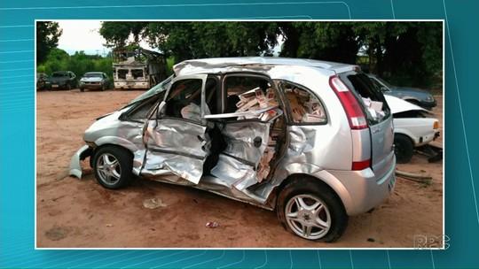 Carro carregado com cigarro se envolve em acidente na PR-498