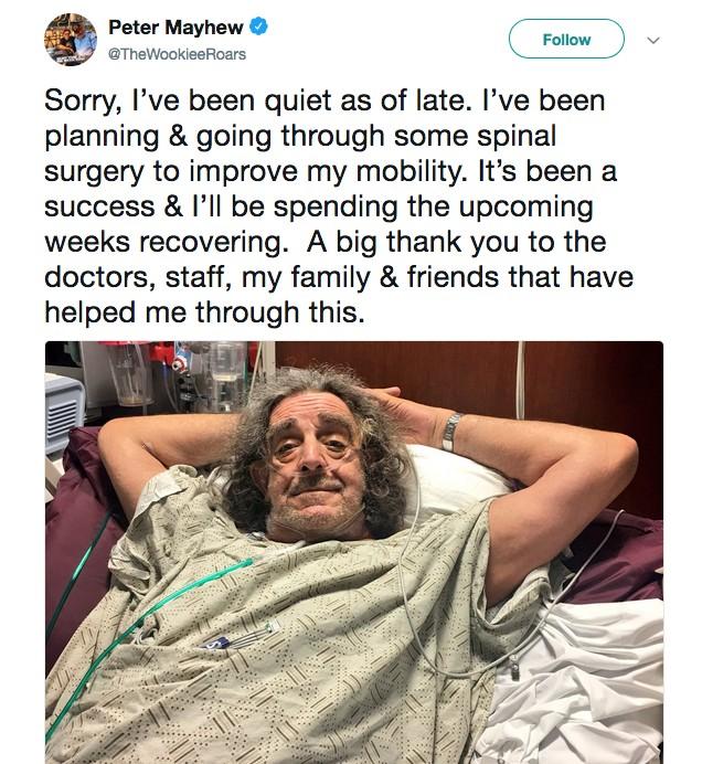 O ator Peter Mayhew informando seus fãs sobre seu estado de saúde (Foto: Twitter)