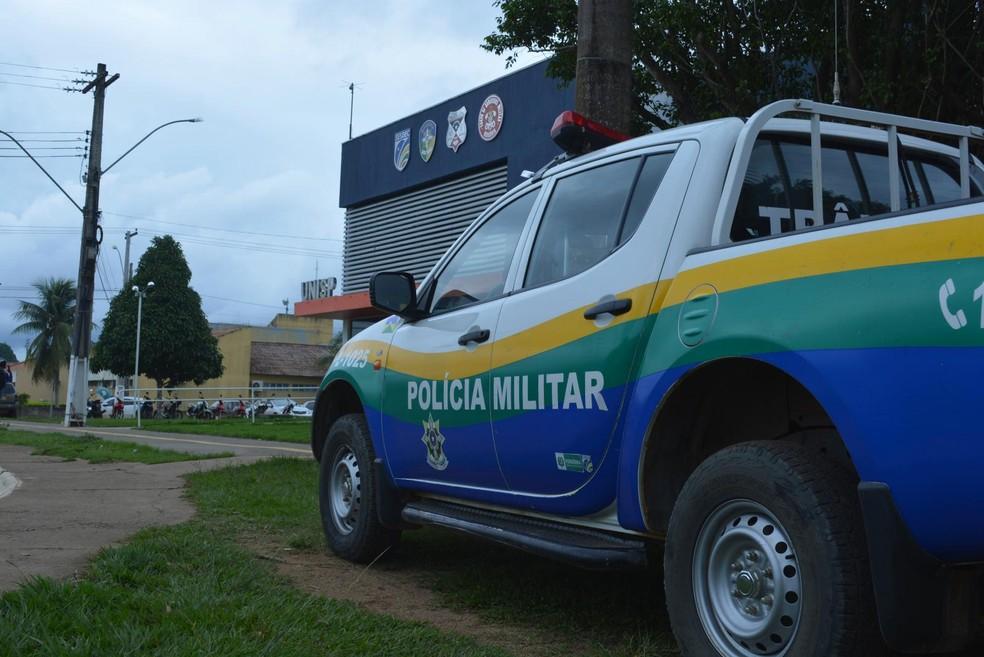 PM fez buscas, mas nenhum suspeito foi localizado depois do assalto — Foto: Jeferson Carlos/G1