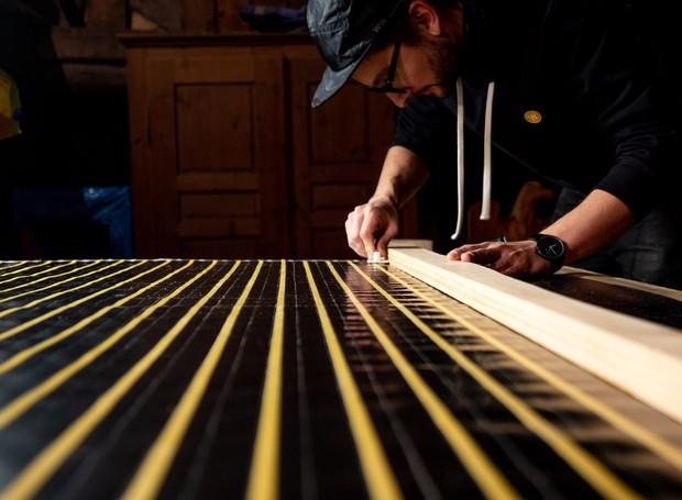 Um mecanismo de zíper fixa as travas da janela, para garantir isolamento (Foto: Dezeen/ Reprodução)