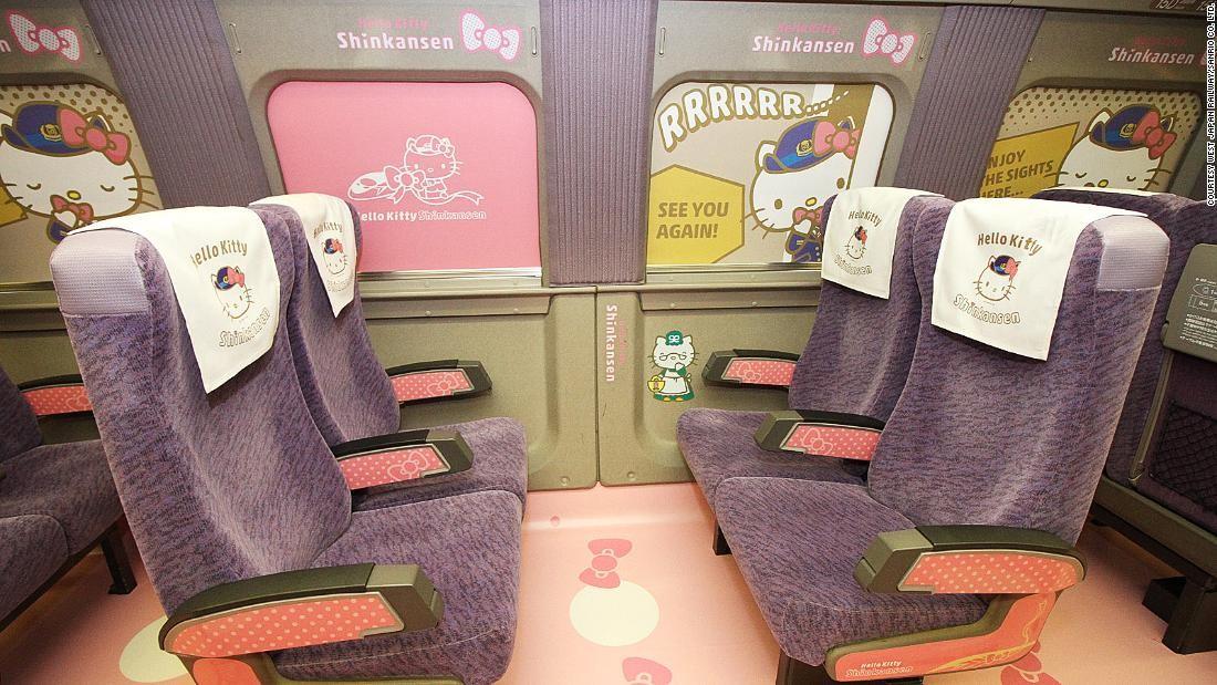 Assentos do trem bala são personalizados com imagem da personagem da Sanrio (Foto: Imagens de West Japan Railway/Sanrio Co. Ltd.)