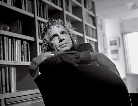 """Pinker diz que a entropia é fundamental para a condição humana. """"Tudo dá errado mesmo. Precisamos concentrar nossos esforços em como as coisas podem dar certo"""" (Foto: Jean-Christian Bourcart/Getty Images)"""