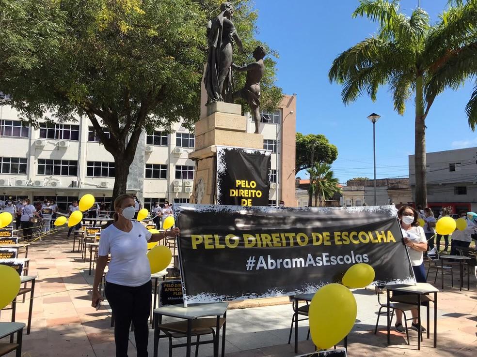 Manifestação pede volta às aulas em Natal — Foto: Ayrton Freire/Inter TV Cabugi