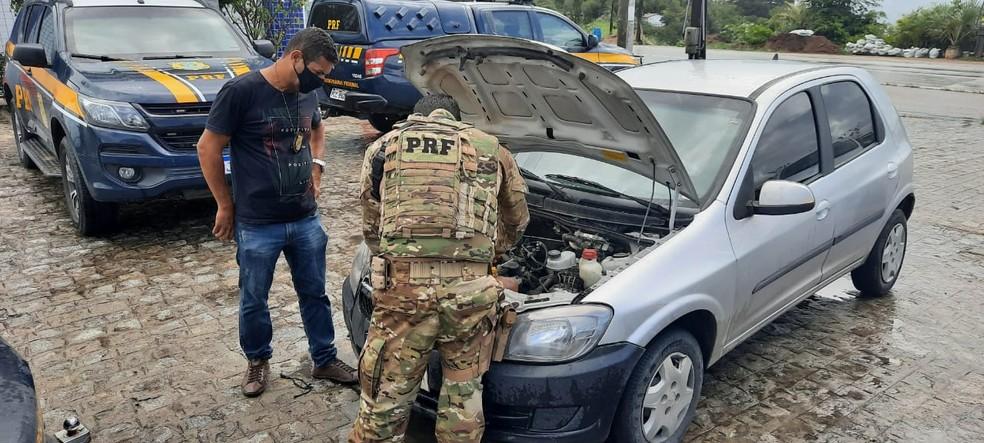 Carro apreendido pela PRF em Bezerros — Foto: Polícia Rodoviária Federal/Divulgação