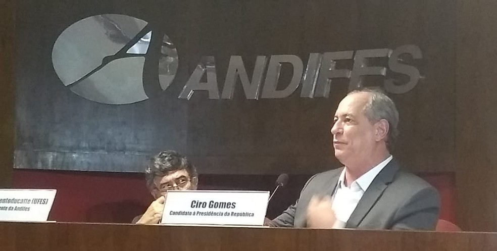 Ciro Gomes (PDT) durante discurso na sede da Andifes em Brasília (Foto: Flávia Foreque/TV Globo)