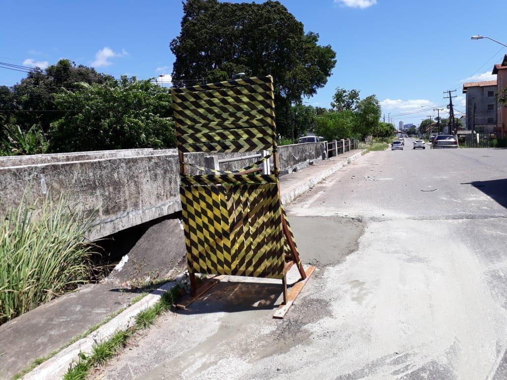 Caminhão fica pendurado ao desviar de buraco em ponte sobre o canal do Tucunduba, em Belém; veja vídeo - Notícias - Plantão Diário