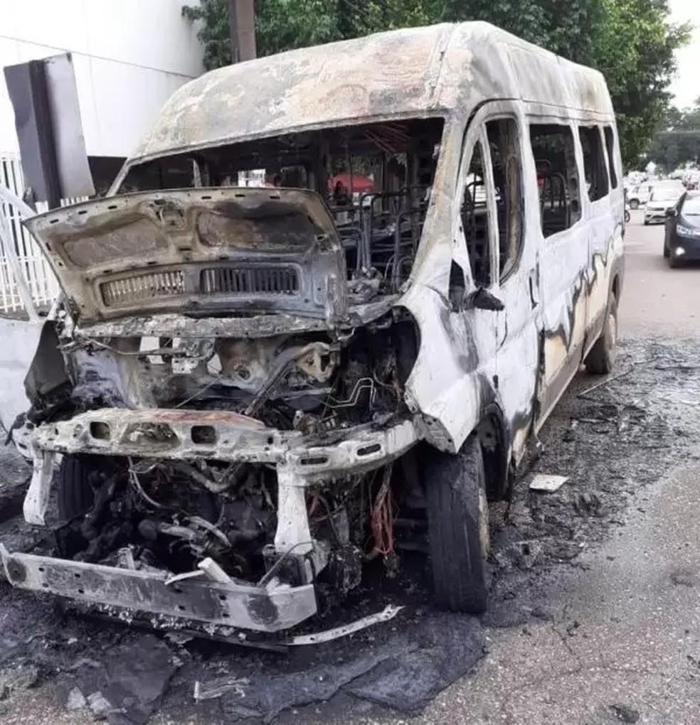 Van de Vilhena ficou com parte interna destruída — Foto: Reprodução/Redes sociais