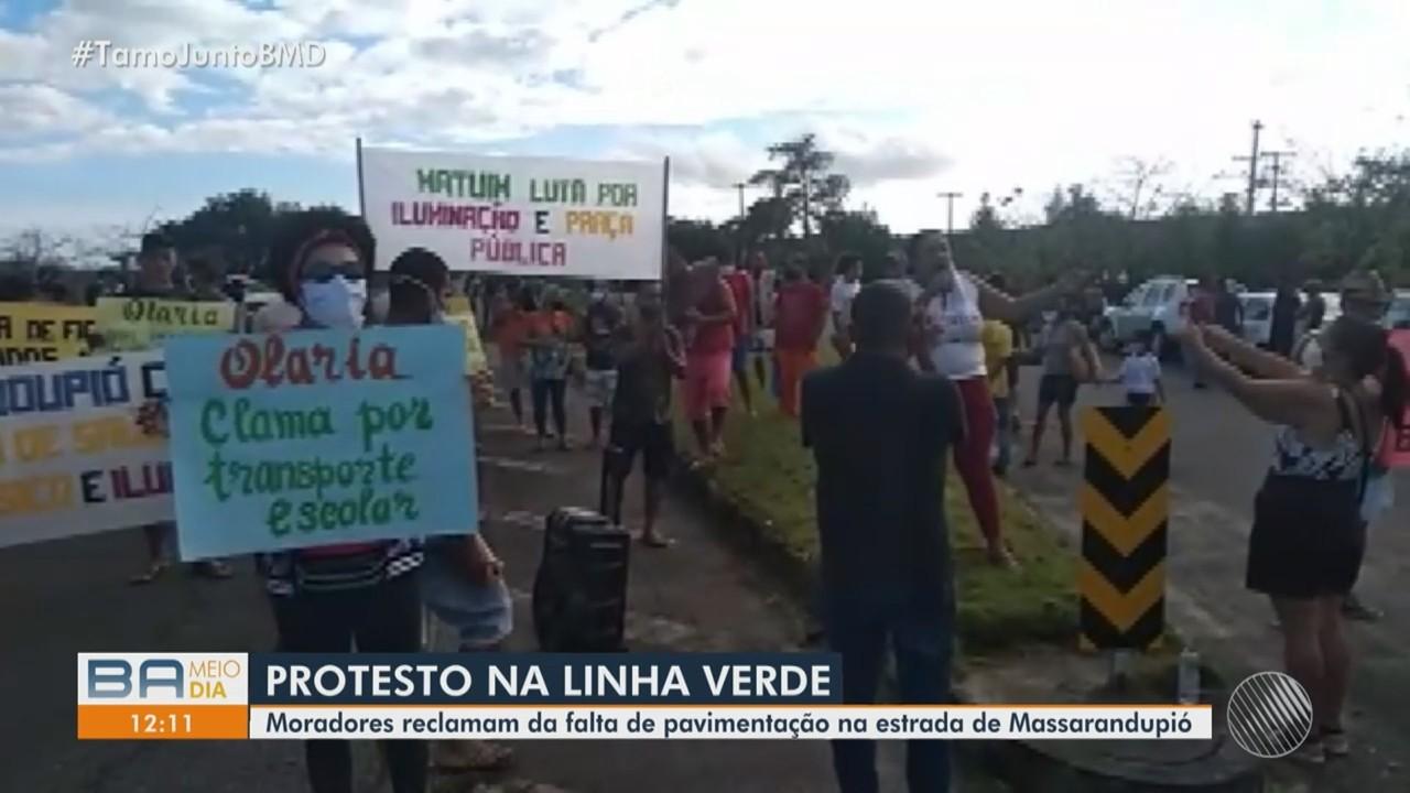 Moradores da comunidade de Massarandupió fazem protesto na Linha Verde
