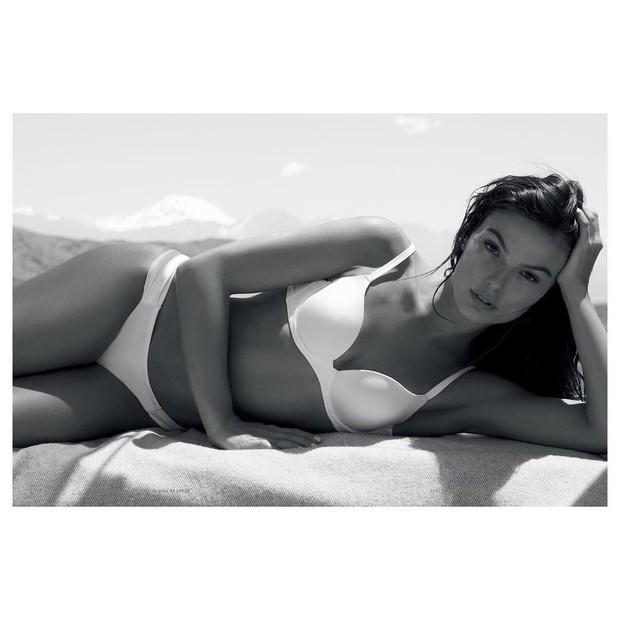 Isis Valverde externaliza deusa interna em clique de lingerie (Foto: Reprodução/Instagram)
