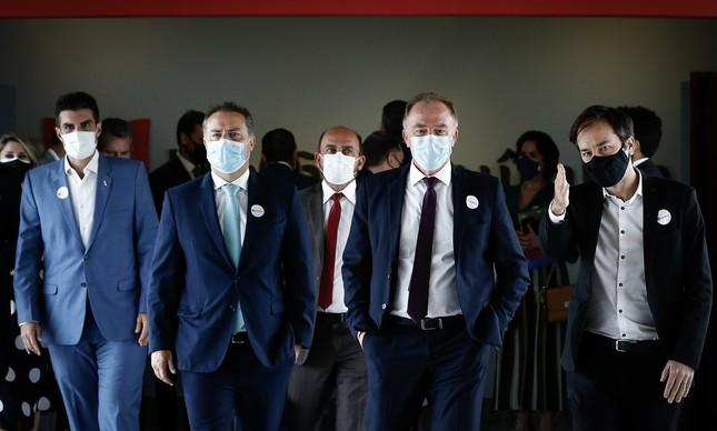 Governadores visitam laboratório que produzirá a vacina Sputnik V, em Brasília