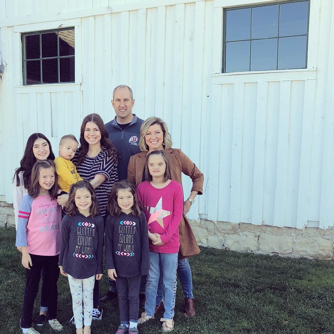 Kecia, o marido e a família de sete filhos (Foto: Reprodução / Instagram)