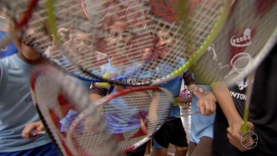 Badminton virou mania entre a garotada da capital