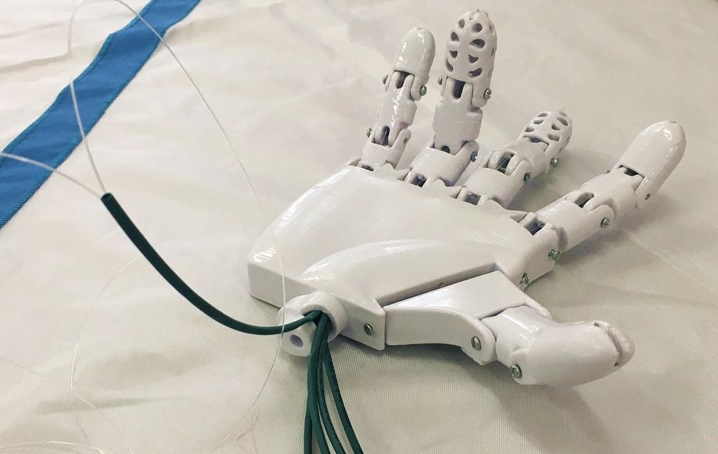 Materiais de baixo custo deve colocar prótese biônica com preço mais acessível no mercado — Foto: Fernanda Rodrigues/G1
