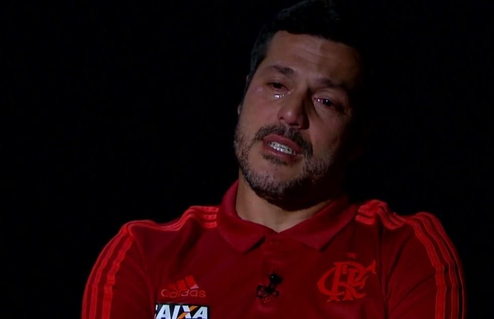 Julio Cesar se emociona em entrevista ao Globo Esporte (Foto: Reprodução)
