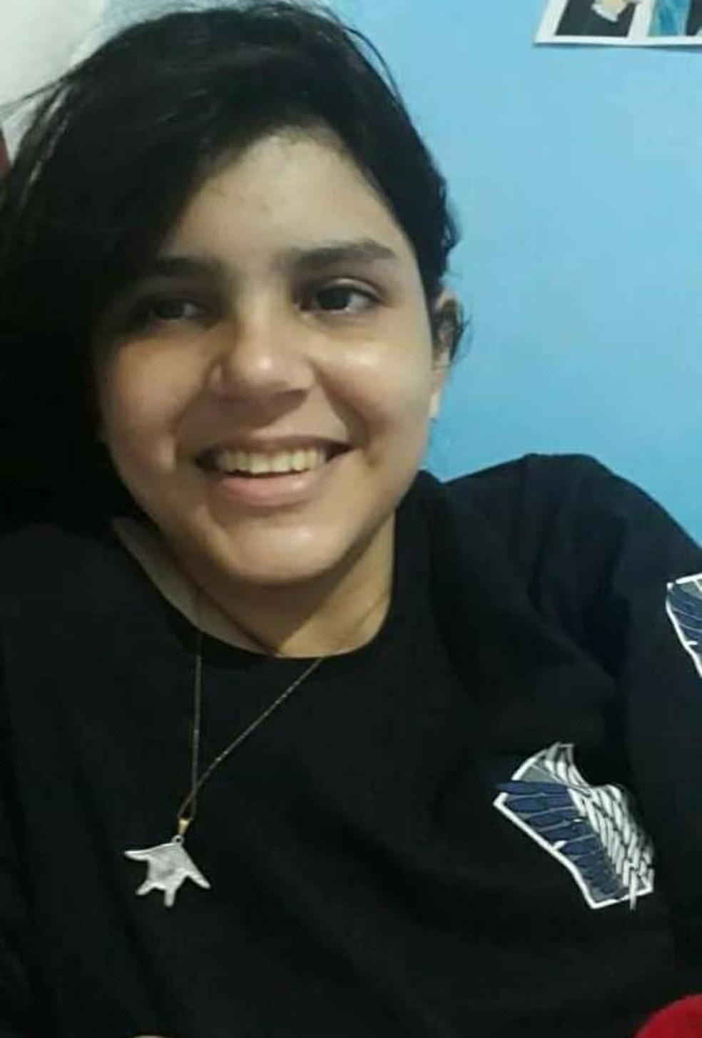 Dennila Cris Dantas Barbosa, de 19 anos, foi morta a facadas após terminar o namordo — Foto: Divulgação