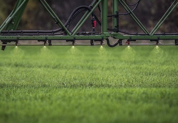 Pulverizador de herbicida em plantação (Foto: Florian Gaertner/Photothek via Getty Images)