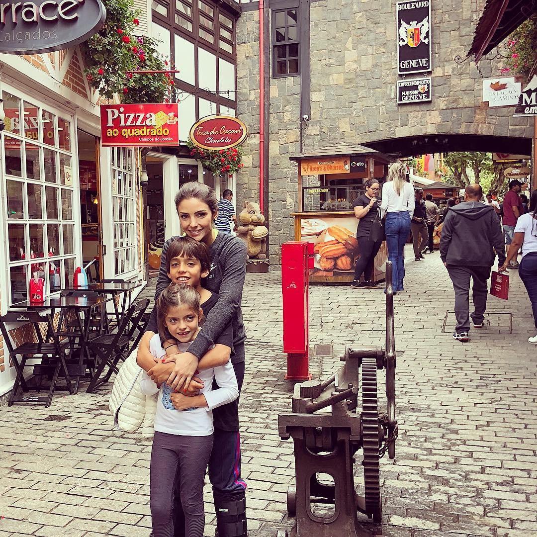 Carol Celico com os filhos (Foto: Reprodução/ Instagram)