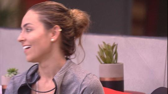 Paula não se conforma com o comportamento de Maycon: 'Ridículo'