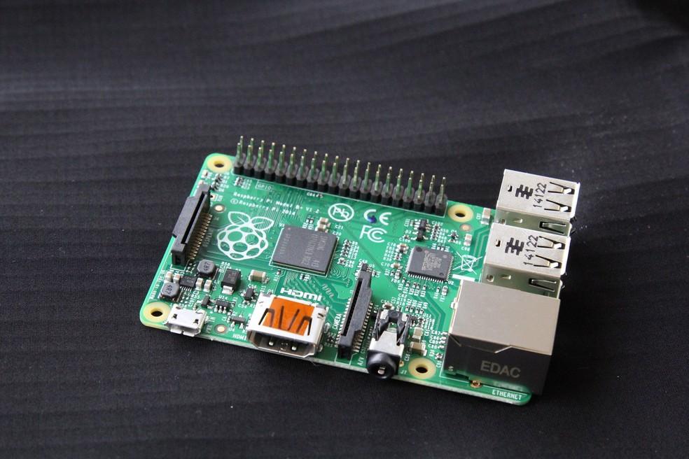 Raspberry Pi é um computador de cerca de US$30, usado em projetos simples de computação e robótica — Foto: Divungação/Fundação Raspberry Pi