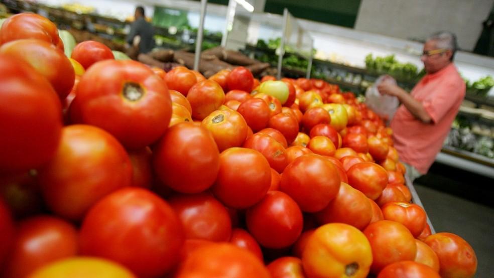 Preço do tomate caiu 15,08%, ajudando a frear a inflação de maio — Foto: Agência Diário