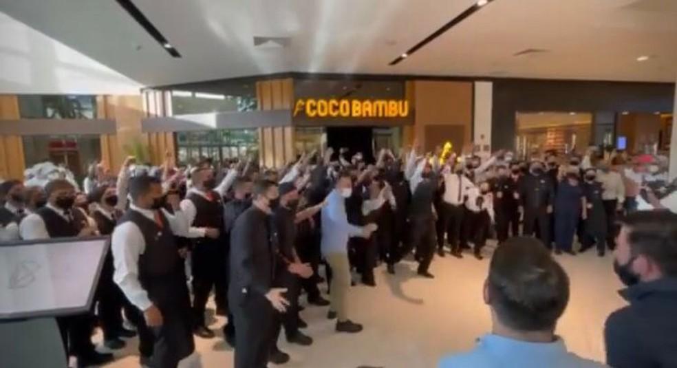 Inauguração de restaurante em Sorocaba tem grito de guerra de funcionários — Foto: Reprodução/Instagram