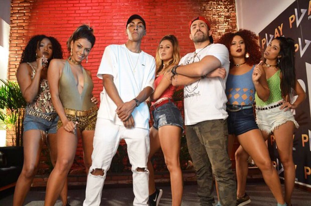 MC Leleto com Kaysar e Tainá Grando (Foto: MF Press Global/Divulgação)