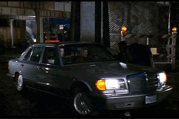 """Mercedes-Benz 560 SEL 1986 no longa """"A fogueira das vaidades"""" (Foto: Reprodução)"""