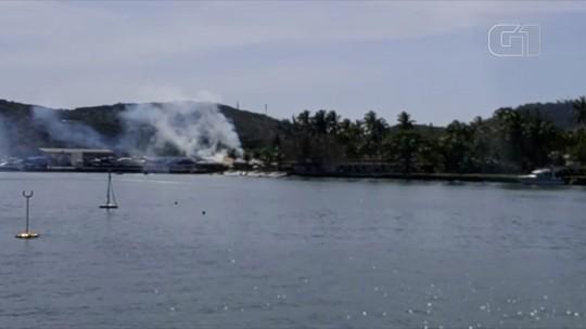 Princípio de incêndio atinge quiosque em Cabo Frio, no RJ