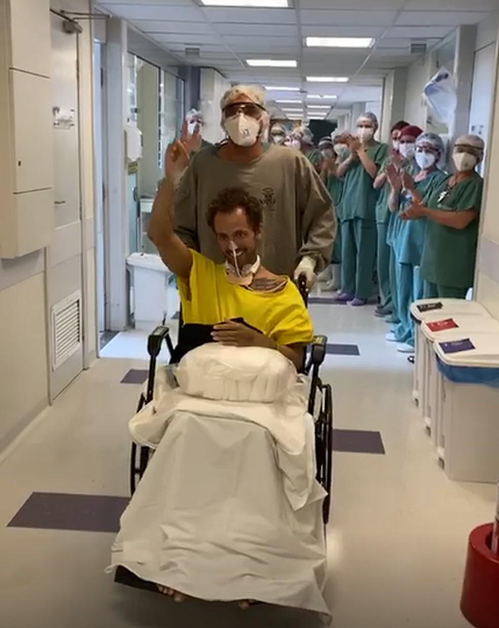Momento da alta hospitalar de Kaique — Foto: Arquivo pessoal