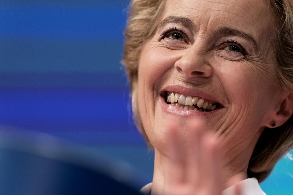 Ursula von der Leyen durante a entrevista coletiva em que anunciou os novos membros da Comissão Europeia — Foto: Kenzo Tribouillard/AFP