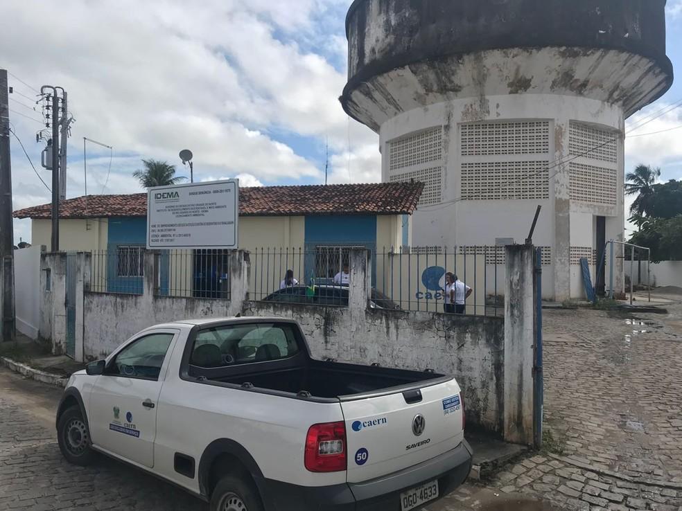 Escritório da Caern foi assaltado em Macaíba (Foto: Kleber Teixeira)
