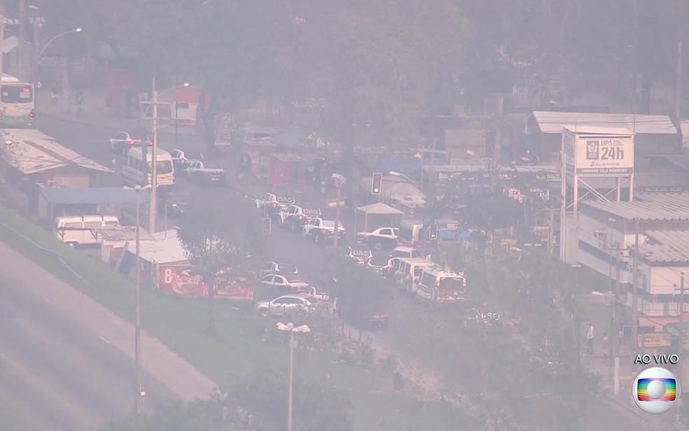 Polícia faz grande operação na Vila Kennedy na manhã desta quinta (31) (Foto: Reprodução / TV Globo)