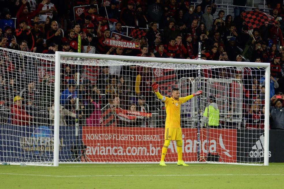 Diego Alves em ação contra o Ajax — Foto: Alexandre Vidal / Flamengo