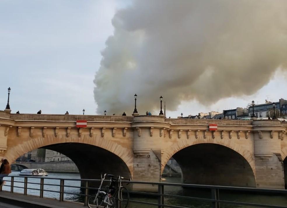 Brasileira relata clima em Paris com o incêndio na catedral de Notre-Dame — Foto: Mariana Souza/Arquivo Pessoal