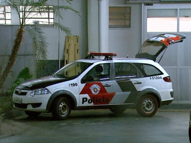 Vítima foi socorrida por uma viatura da Polícia Militar e levada para o HC-UE, mas não resistiu aos ferimentos e morreu (Foto: Reprodução/EPTV)